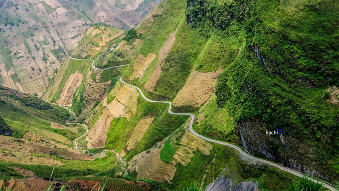 Spanish traveler dies after driving motorbike off Vietnamese mountain pass