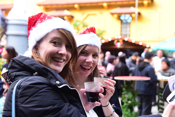 get-festive-in-the-first-german-christmas-market-in-hanoi-8