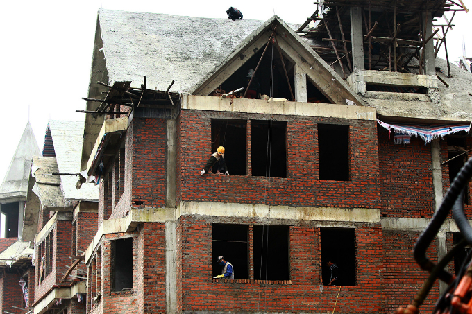 tourism-obsession-turns-green-retreat-into-construction-site-outside-hanoi-6