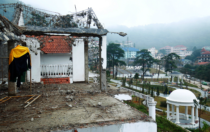 tourism-obsession-turns-green-retreat-into-construction-site-outside-hanoi-8
