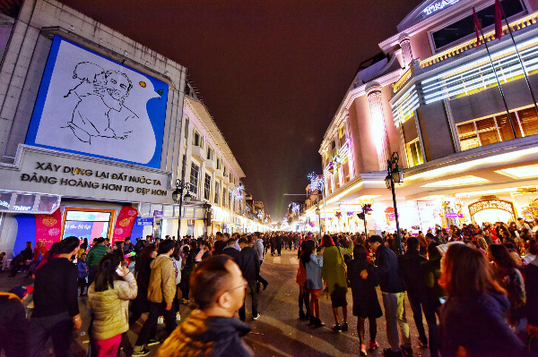 The streets outside Trang Tien Plaza was also packed with visitors long before the party was set to start.
