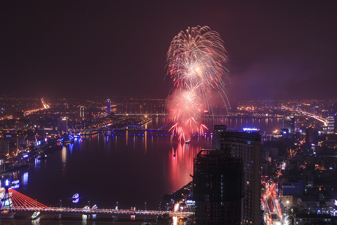 Unlike Hanoi and Saigon, Da Nang celebrated the new year three hours earlier with a fireworks show at 9 p.m.