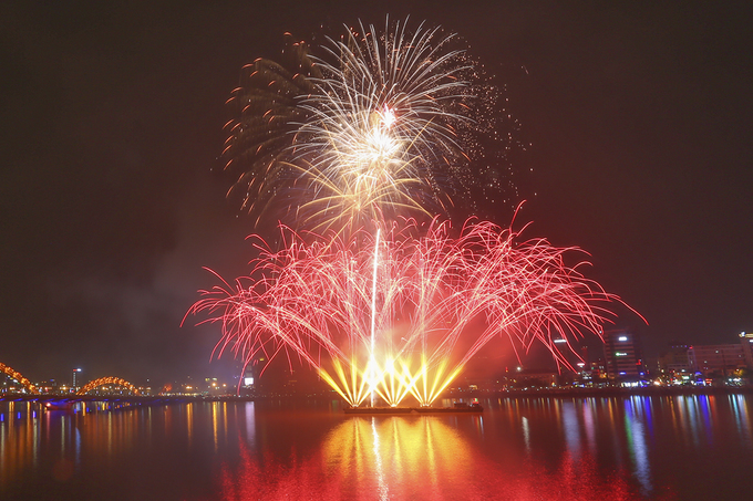 The city is no stranger to fireworks, having been the host of an annual fireworks festival in the last few years. However, locals and tourists are still no less excited about the show.