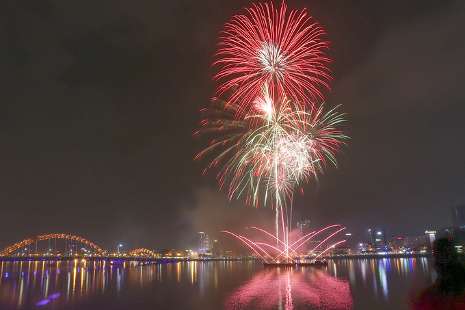 Despite a light rain, the fireworks show still lasted for about 10 minutes.