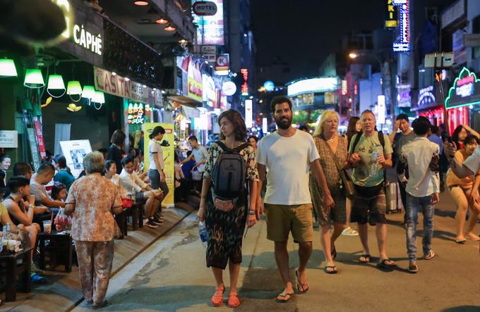 Saigoneers OK plan to expand Bui Vien walking street before Lunar New Year