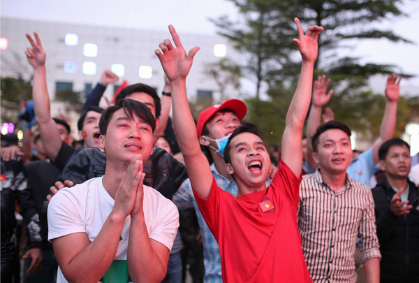 Da Nang fans cheered on. Photo by Vnexpress/Nguyen Dong