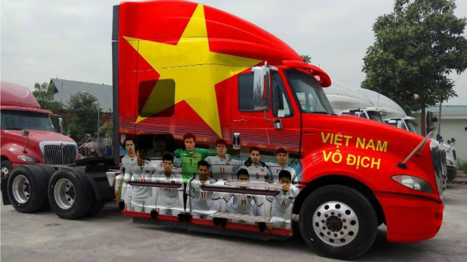 This tractor is spirited up with the image of Vietnamese players, the national flag and a motto that reads Vietnam the champion.