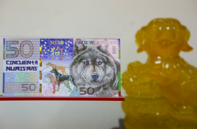 Most notes with images of dog are produced in the U.S. and Australia. This one costs VND100,000.