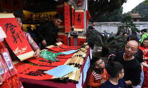 Thousands queue for blessings in calligraphy at Vietnam's first university