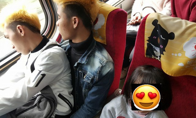 Vietnamese workers become internet stars in Taiwan after giving up train seat for toddlers