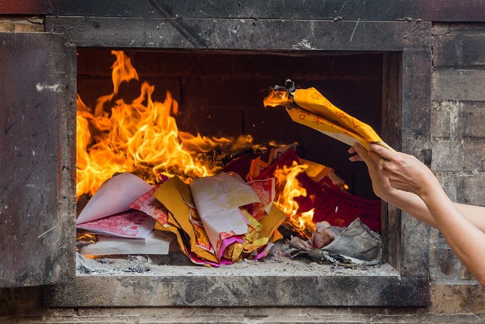 Paper offering were burnt in On Lang Pagoda.