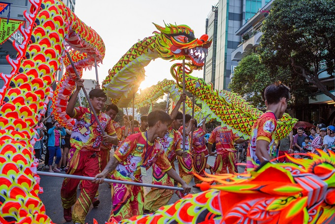 Dragon dance was performed by famous troupes in theChinatown.