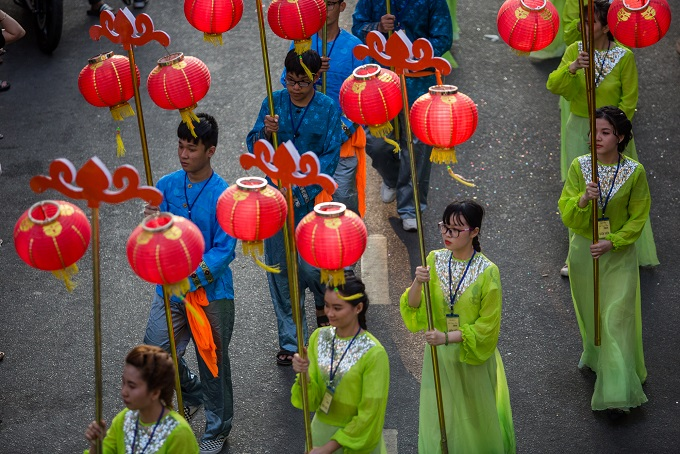 A showcase of red lanterns is a must in the festival.