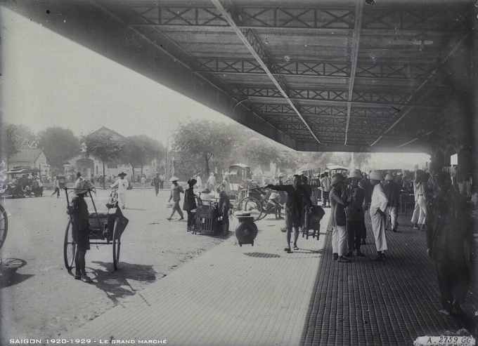 In the early 20th century, Ben Thanh Market was also known by the name Moi (New). The market was rebuilt and a grand opening ceremony was held in March 28, 1914, gathering 100,000 people, including those from nearby provinces, for three days.