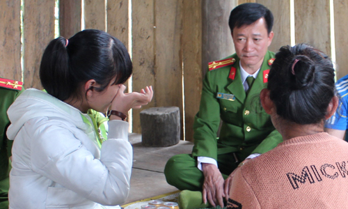 Vietnamese woman sold to Chinese farmer battles her way home