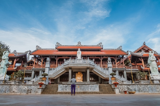 The main building at Sac Tu Khai Doan pagoda.