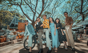 Back to the 80s: Vietnamese high school seniors relive good old days in yearbook