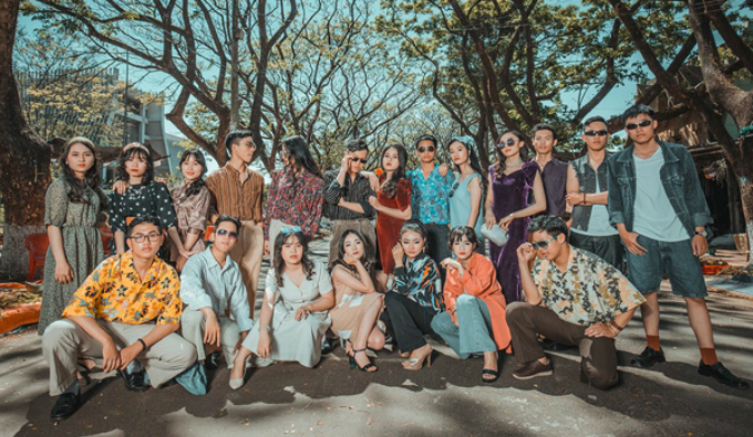 Back to the 80s: Vietnamese high school seniors relive good old days in their yearbook - 3