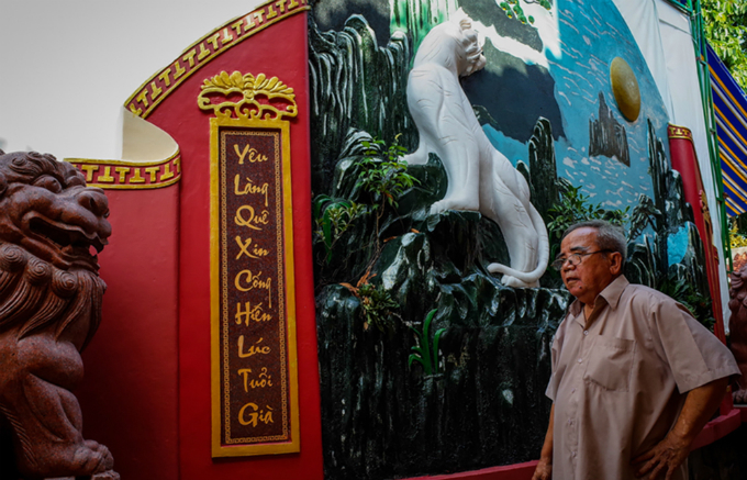 Nguyen Van Hung, who has been taking care of the temple for 43 years, said that after restoring the place in 2010, Khai had gifted it two distiches saying: You leave at young age for the country, you come back at old age to devote to your beloved hometown.