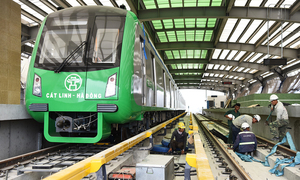 Hanoi sends giant workforce to meet new sky train test-run deadline