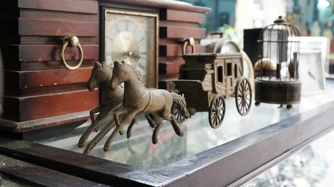 But there are also exceptions. A few years ago, collector could not find rare and valuable antiques at Le Cong Kieu Street but things have changed these days and some buyers have spent tens of thousands of dollar on one item.