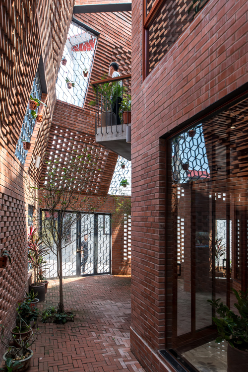 Architctures decided to build two layers of wall to prevent the house from the heat,  noise and smog and at the same time, let natural light, wind and even  rain to need places inside. Photo by VnExpress/Nguyen Tien Thanh