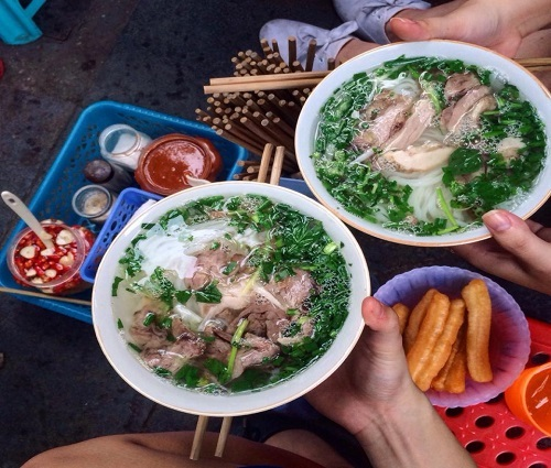 Nấu phở ở Hà Nội là một nghệ thuật và cách ăn là cả một vấn đề phía sau