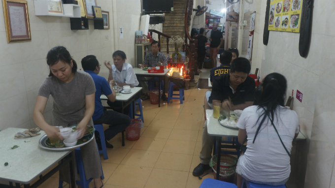 Diners at Trung Huong restaurant