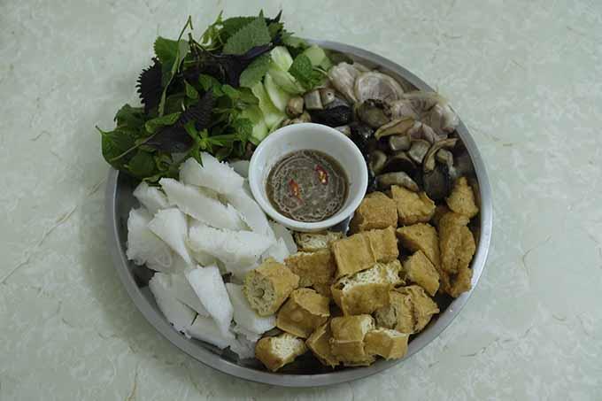Tofu, shrimp sauce and noodles capture Hanoian hearts - 2