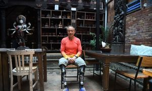 Chinese double amputee finally summits Everest, decades after first bid