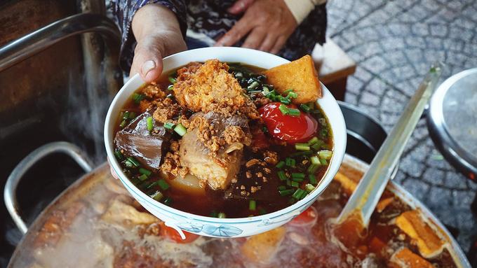 Inside Saigons 30 year old crab chowder vermicelli diner - 6