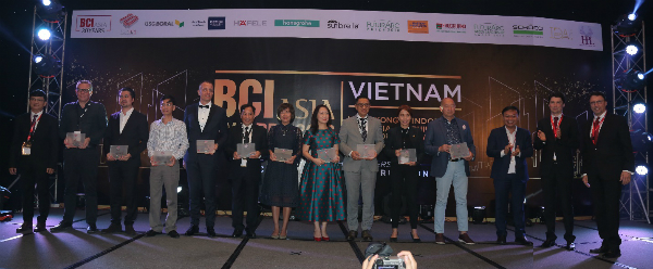 From left to right: Mr Vo Chi Anh (BCI Asia), Mr Jean-Francois Chevance (Archetype), Mr Cung Thanh Dat (BE), Mr Pham Viet Hung (DAC), Mr Andrew Richard Frost (Dark Horse), Mr Tran Song Son (DP), Ms Le Nguyen Huong Giang (GK Archi), Ms Nguyen Thi Tuyet Mai (Mai-Archi), Mr Ngo Quan Hien (NQH), Ms Michelle Lim Su Ying (RSP), Mr Joe Dao (West Green Design),  Mr Tran Thanh Sang (USG Boral), Mr Robert Krups (BCI Asia), Dr Matthias Krups (BCI Asia).