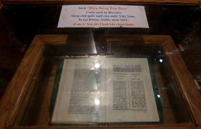 Printed in Latin and Vietnamese (Quốc ngữ) in 1651, it was written by the father of the countrys modern language, Alexander de Rhodes. The same year, he published the first trilingual Vietnamese-Portuguese-Latin dictionary based on work by earlier Portuguese missionaries.