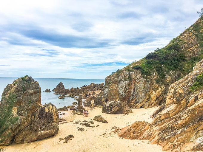 Bai Da Nhay - a rock field on the beach.
