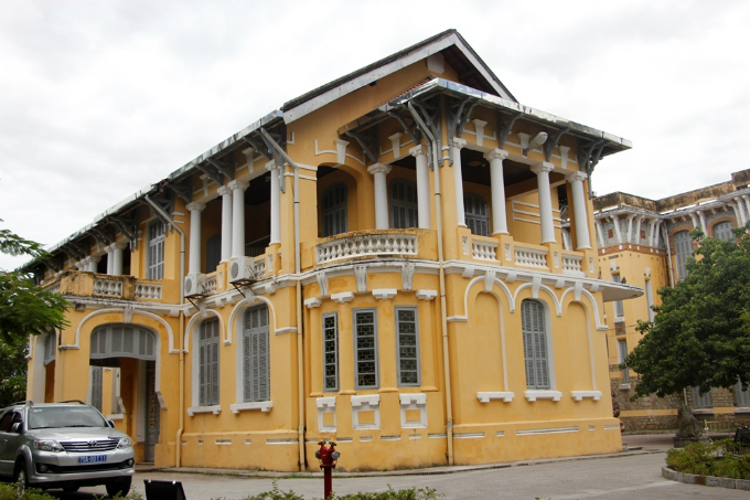The Hue Museum of Culture comprises two French-style blocks in a 6,000-square-meter plot on the banks of the Perfume River.