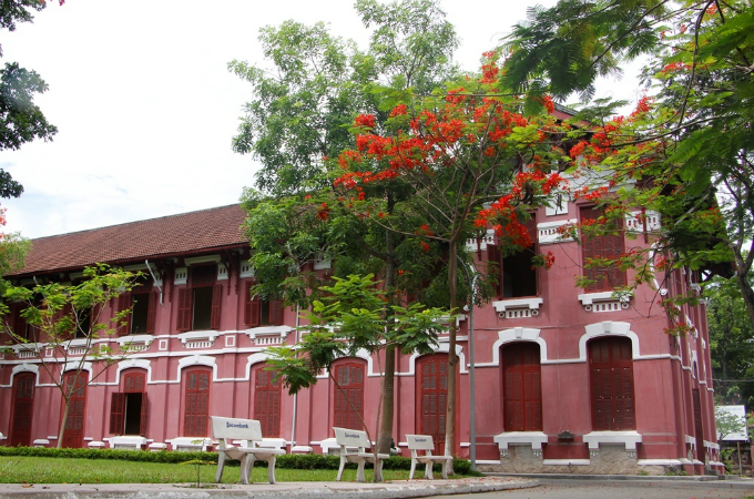 The Hai Ba Trung High School, formerly Dong Khanh, was established on July 15, 1917. It has retained its classical French architecture for more than a hundred years.