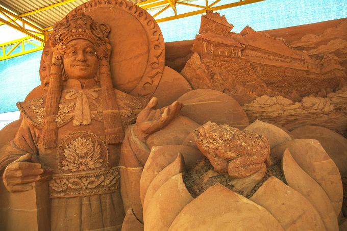 Vietnams first sand statue park tells stories - 5