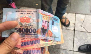 Money to burn: French tourists get joss paper as change from Hanoi cyclo driver
