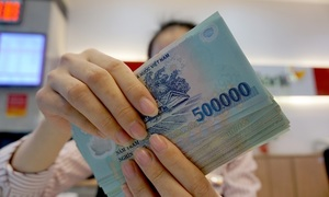 Greenback strengthens to record high against dong