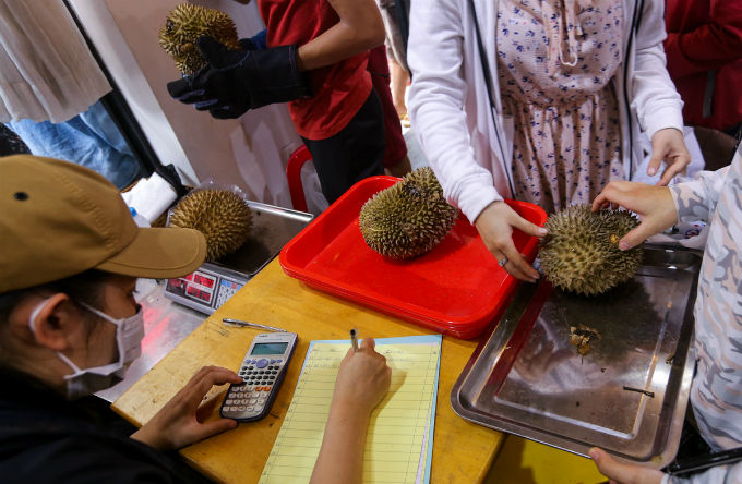 Return the seeds when you eat at this Saigons durian spot - 6