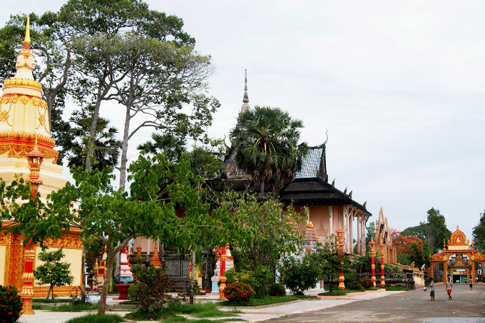 Take a look at the majestic Khmer pagoda in Southern Vietnam - 3