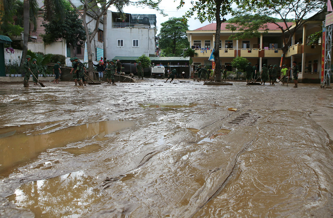 A primary school in the town, which is just 10 meters from Nam Non River, was left behind a handful of mud, sludge and garbage after the floods.