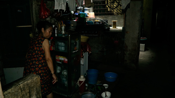 Alley residentNguyen Van Hanh, 65, is annoyed at seeing strangers. The alley, just 80 meters long, has six households living in it. Very few outsiders step inside here. Hanhs house is right at the start of the alley and she cooks on the pathway to ease the stuffy atmosphere. I am lucky to have a shaft in the house, something many people wish to have, she said.