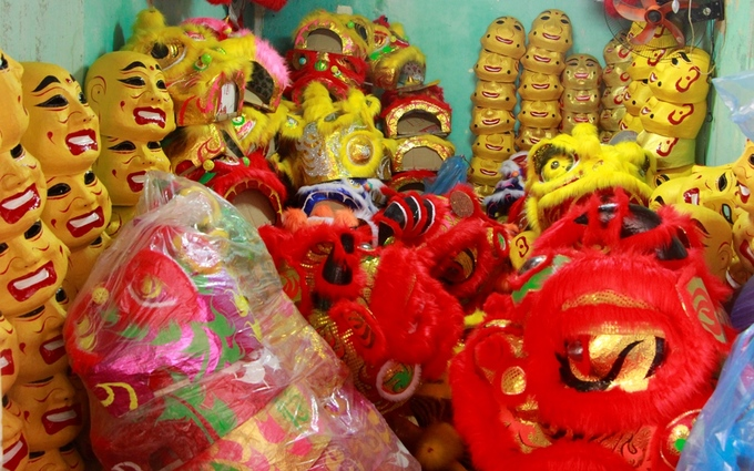 Lion costume makers have their hands full in central Vietnam - 9