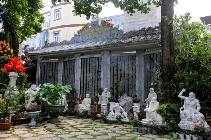 Century-old Saigon pagodas dazzling pottery collection - 11