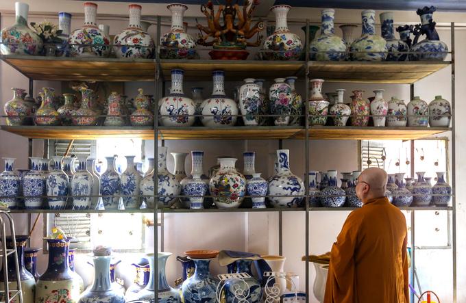 Century-old Saigon pagodas dazzling pottery collection - 1
