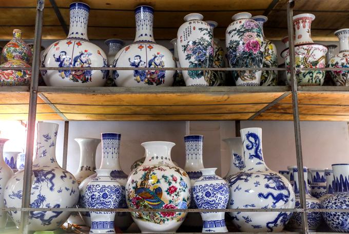 Century-old Saigon pagodas dazzling pottery collection - 3