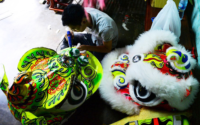 Lion costume makers have their hands full in central Vietnam - 5