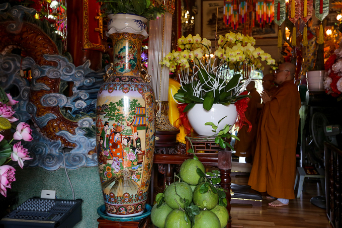 Century-old Saigon pagodas dazzling pottery collection - 6