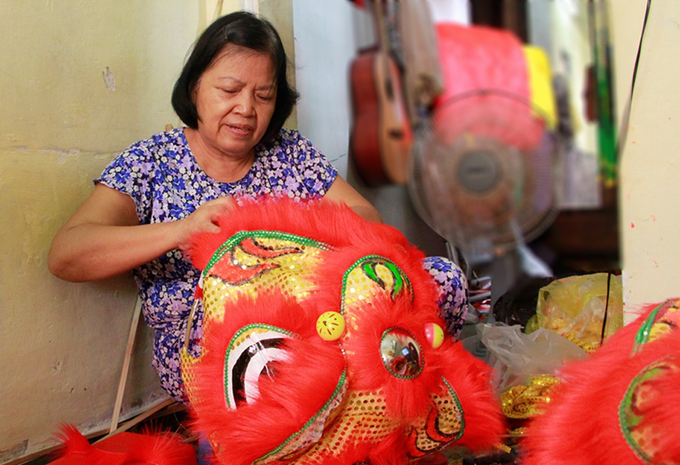 Lion costume makers have their hands full in central Vietnam - 8